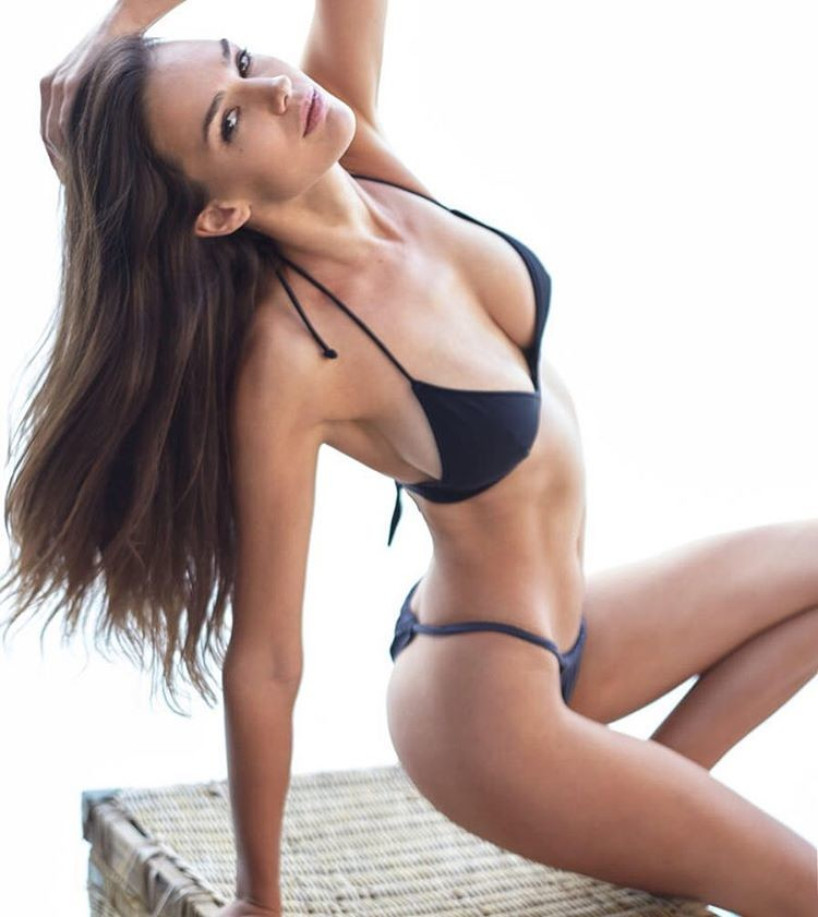Nicole Domecus model. Photoshoot of model Nicole Domecus demonstrating Body Modeling.Body Modeling Photo #170355