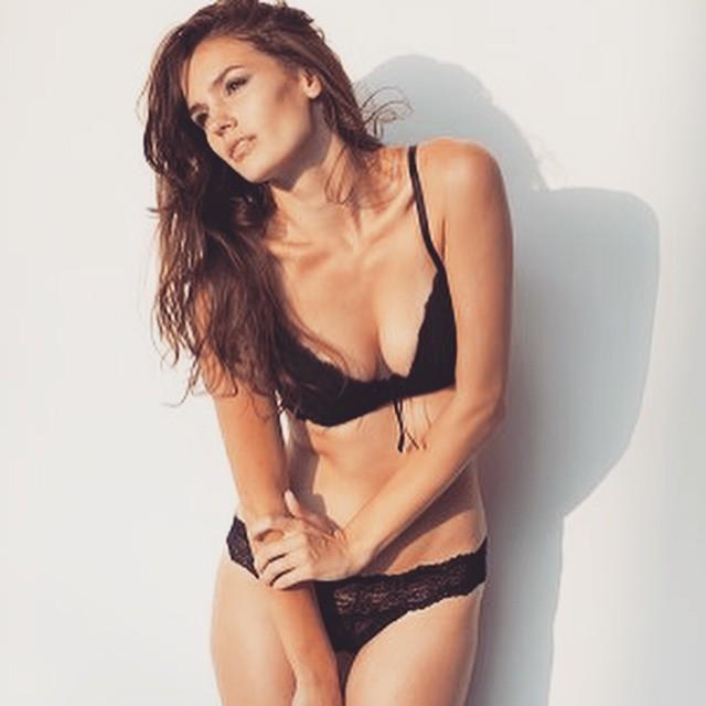 Nicole Domecus model. Photoshoot of model Nicole Domecus demonstrating Body Modeling.Body Modeling Photo #170358