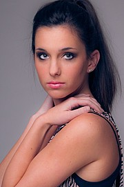 Nicole Louise model. Photoshoot of model Nicole Louise demonstrating Face Modeling.Face Modeling Photo #96750