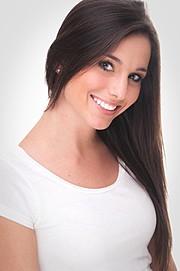 Nicole Louise model. Photoshoot of model Nicole Louise demonstrating Face Modeling.Face Modeling Photo #96752