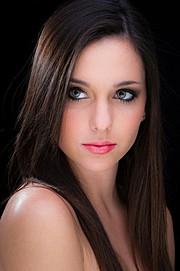 Nicole Louise Model