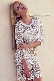 Η Νικόλ Τσέπη είναι μοντέλο με βάση την Αθήνα. Έχει αποφοιτήσει από τη σχολή Διοίκησης μονάδων υγείας και πρόνοιας. Είναι γνωστή για την ευγ
