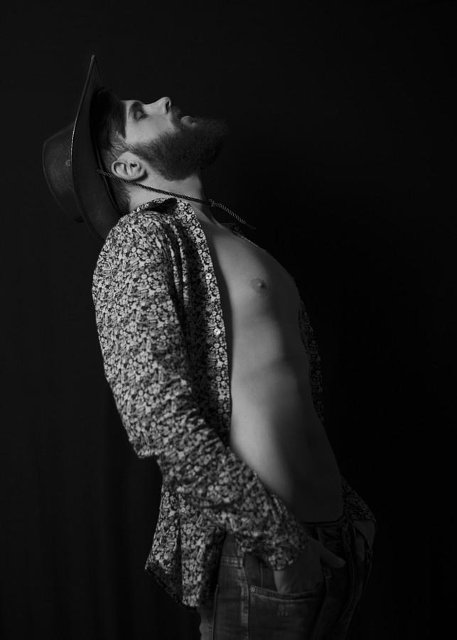 Nondas Kardas model (μοντέλο). Photoshoot of model Nondas Kardas demonstrating Body Modeling.Body Modeling Photo #209383