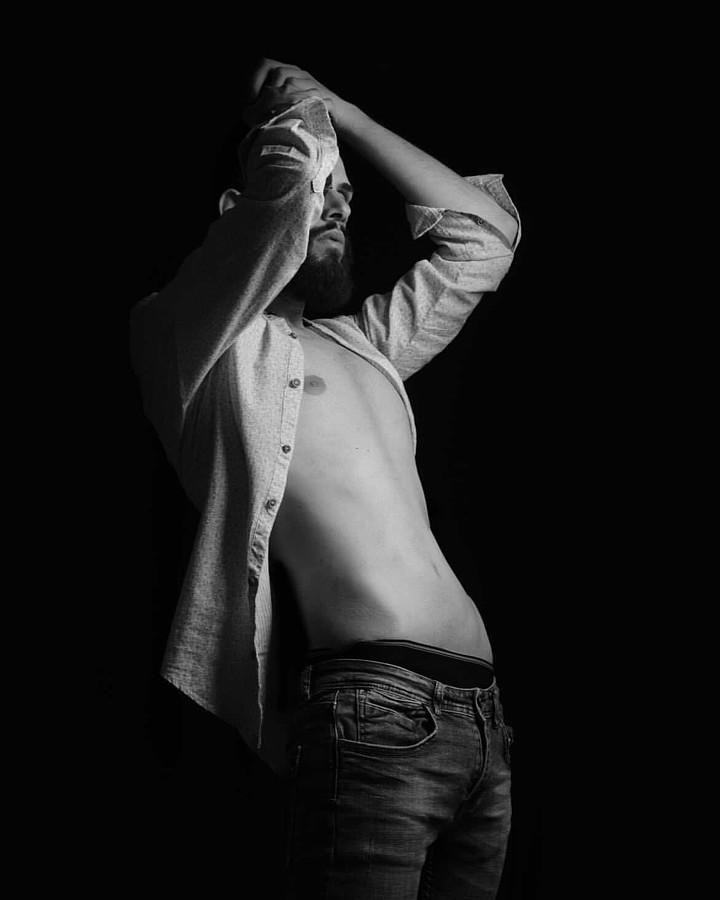 Nondas Kardas model (μοντέλο). Photoshoot of model Nondas Kardas demonstrating Body Modeling.Body Modeling Photo #232663