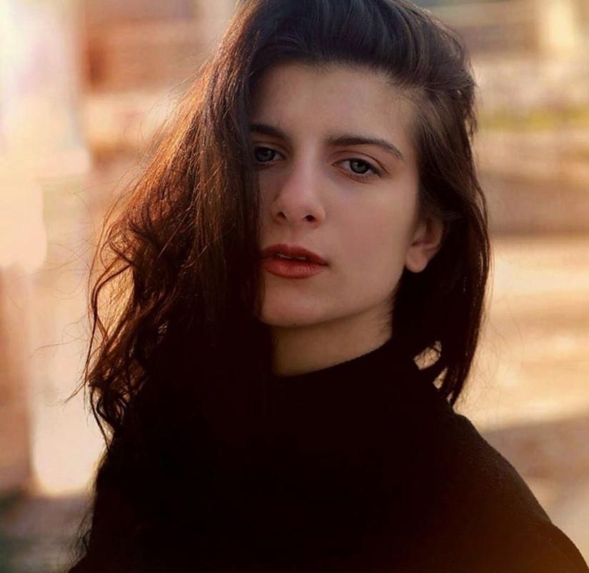 Olia Kella model (μοντέλο). Photoshoot of model Olia Kella demonstrating Face Modeling.Face Modeling Photo #204174