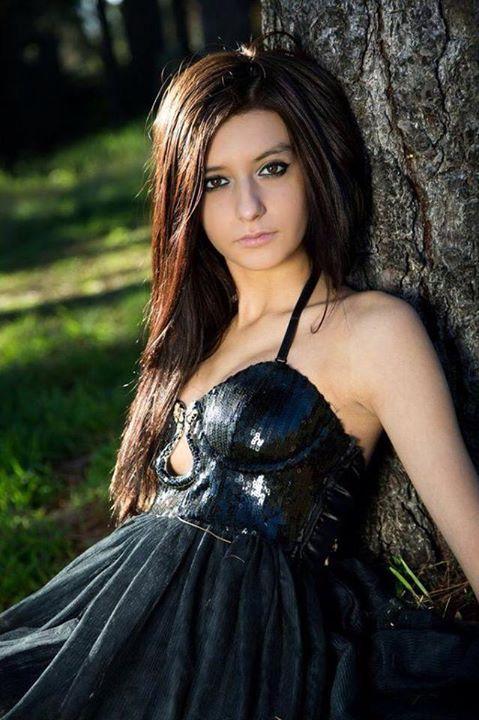 Olympia Nahtalia model. Photoshoot of model Olympia Nahtalia demonstrating Face Modeling.Face Modeling Photo #90529