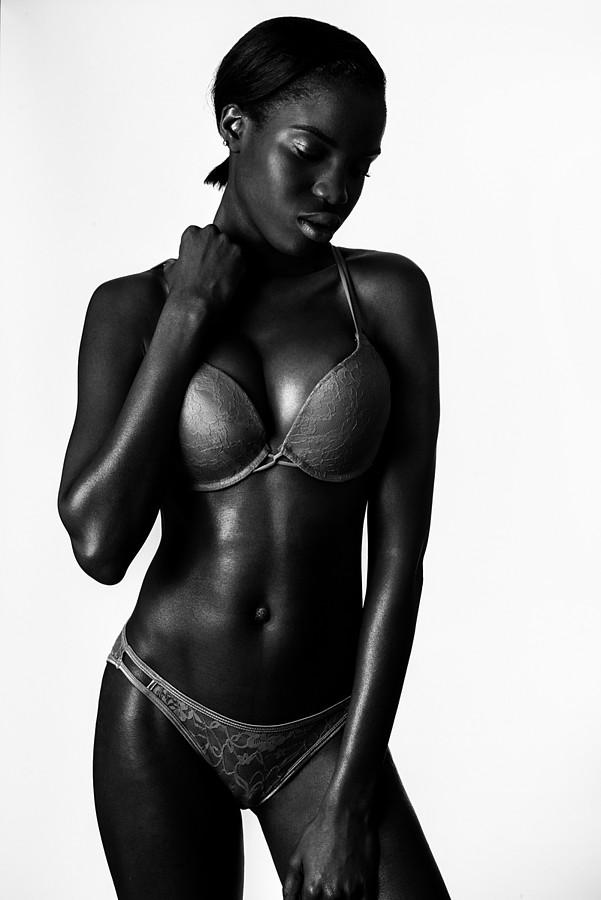 Onyeka Deborah model. Onyeka Deborah demonstrating Body Modeling, in a photoshoot by Alessandro Casagli.Body Modeling Photo #102653