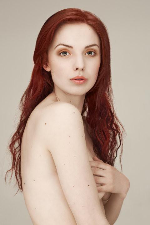 Osannda Hall model. Photoshoot of model Osannda Hall demonstrating Face Modeling.Face Modeling Photo #109206