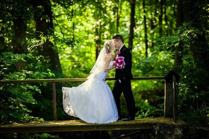 Pavel Cahajla wedding photographer. Work by photographer Pavel Cahajla demonstrating Wedding Photography.EditorialWedding Photography Photo #60274