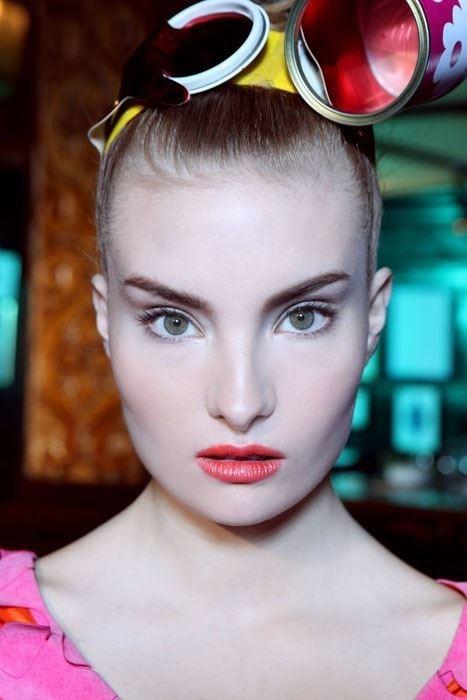 Penelope Heilmann model. Photoshoot of model Penelope Heilmann demonstrating Face Modeling.Face Modeling Photo #174988
