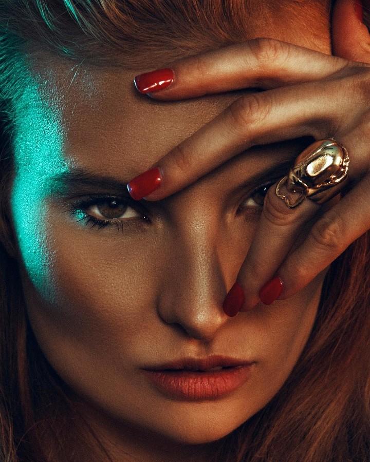 Penelope Heilmann model. Penelope Heilmann demonstrating Face Modeling, in a photoshoot by Sergio Almarcha.photographer: Sergio AlmarchaFace Modeling Photo #206067