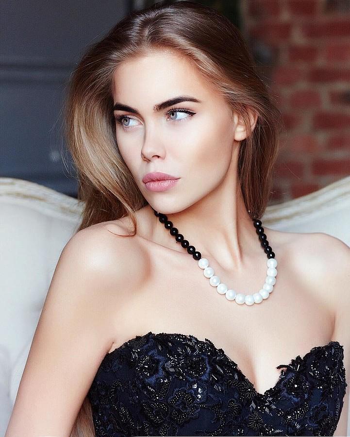Polina Smirnova model (модель). Photoshoot of model Polina Smirnova demonstrating Face Modeling.NecklaceFace Modeling Photo #182092