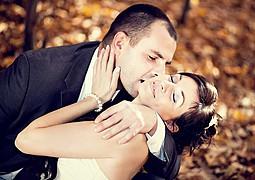 Witam wszystkich zaglądających na moją stronę internetową. Jako profesjonalny fotograf ślubny Śląsk, tematyką ślubną zajmuje się już do wiel