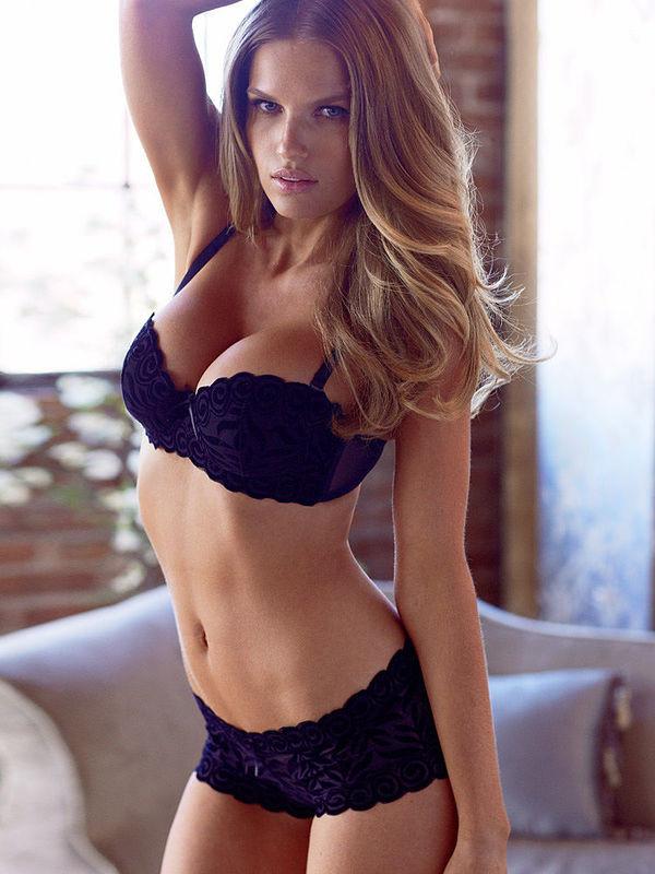 Rachel Marie Mortenson model. Photoshoot of model Rachel Marie Mortenson demonstrating Body Modeling.Body Modeling Photo #113369