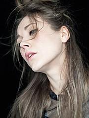 Raphaella Mcnamara model. Photoshoot of model Raphaella Mcnamara demonstrating Face Modeling.Photography: Glen WilkinsFace Modeling Photo #135131