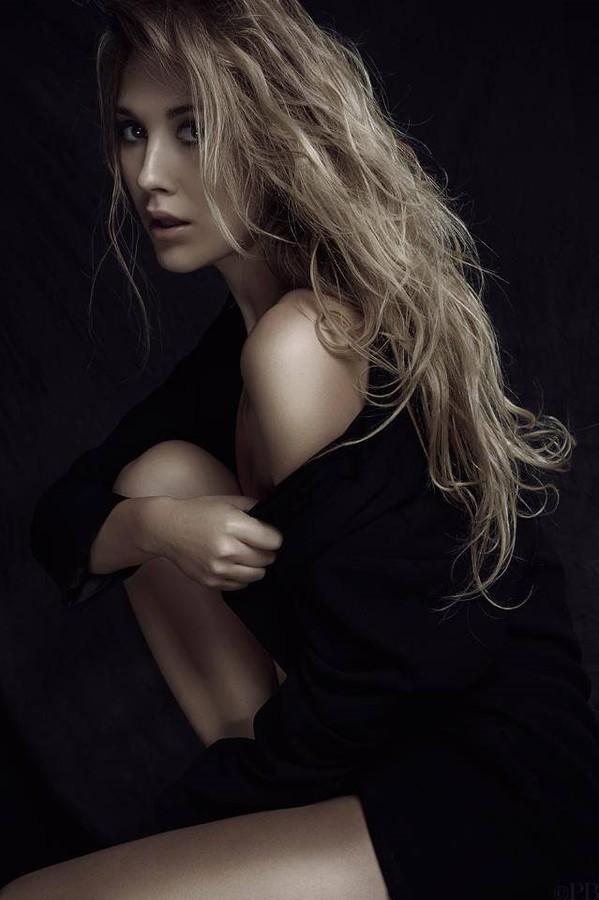 Raphaella Mcnamara model. Photoshoot of model Raphaella Mcnamara demonstrating Face Modeling.Face Modeling Photo #135152