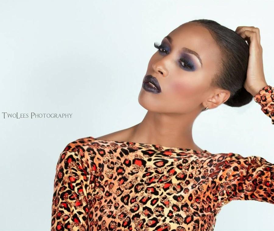 Raven Forrester model. Photoshoot of model Raven Forrester demonstrating Face Modeling.Face Modeling Photo #164429