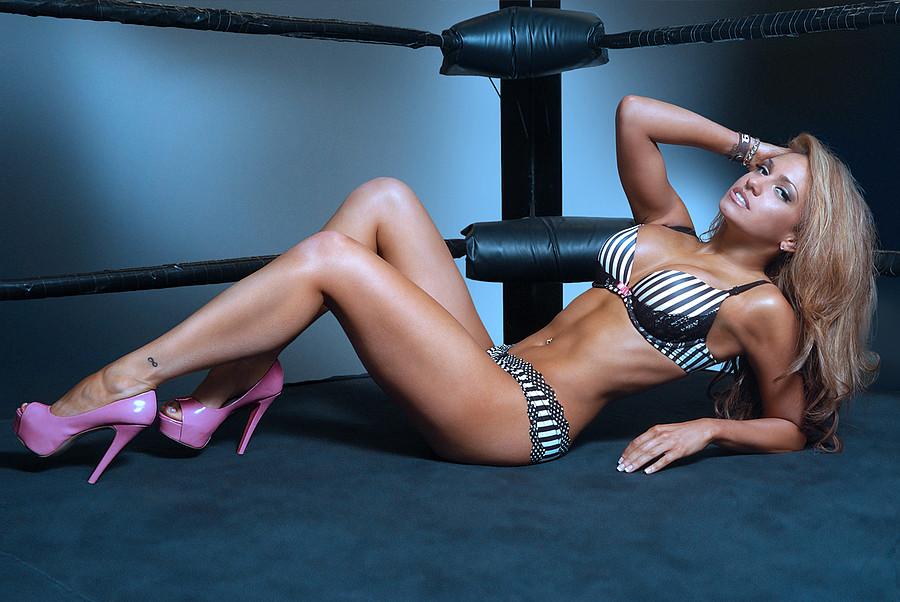 Rebecca Victoria Hardy model & wrestler. Photoshoot of model Rebecca Victoria Hardy demonstrating Body Modeling.Body Modeling Photo #109790