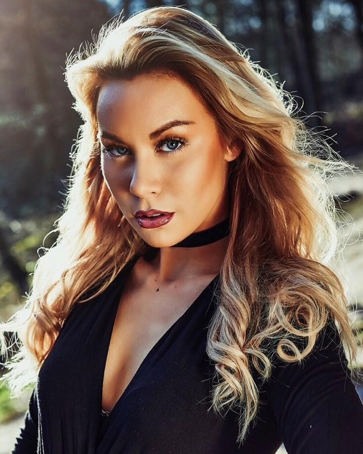 Riina Seise model (modèle). Photoshoot of model Riina Seise demonstrating Face Modeling.Face Modeling Photo #185269