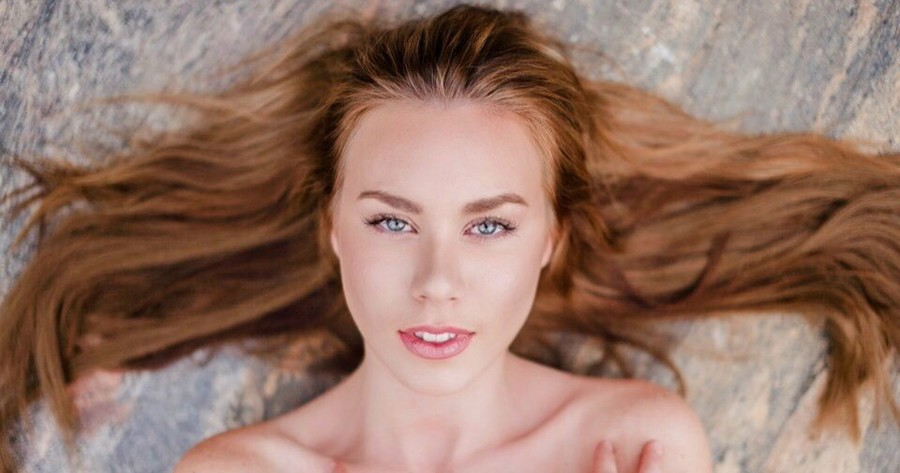 Riina Seise model (modèle). Photoshoot of model Riina Seise demonstrating Face Modeling.Face Modeling Photo #185280