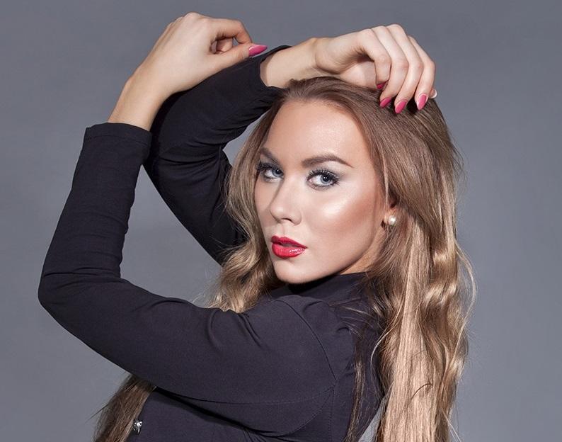 Riina Seise model (modèle). Photoshoot of model Riina Seise demonstrating Face Modeling.Face Modeling Photo #98248
