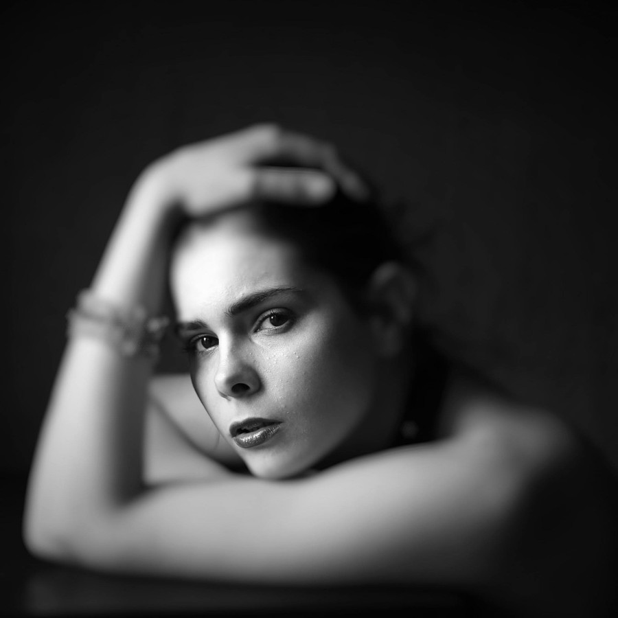 Rodvin Davis photographer (fotograaf). Work by photographer Rodvin Davis demonstrating Portrait Photography in a photo-session with the model Loiis Yuri (Brussels 2016).Model: Loiis Yuri (Brussels 2016)http://www.modelmayhem.com/Vitri0lPortrait Pho