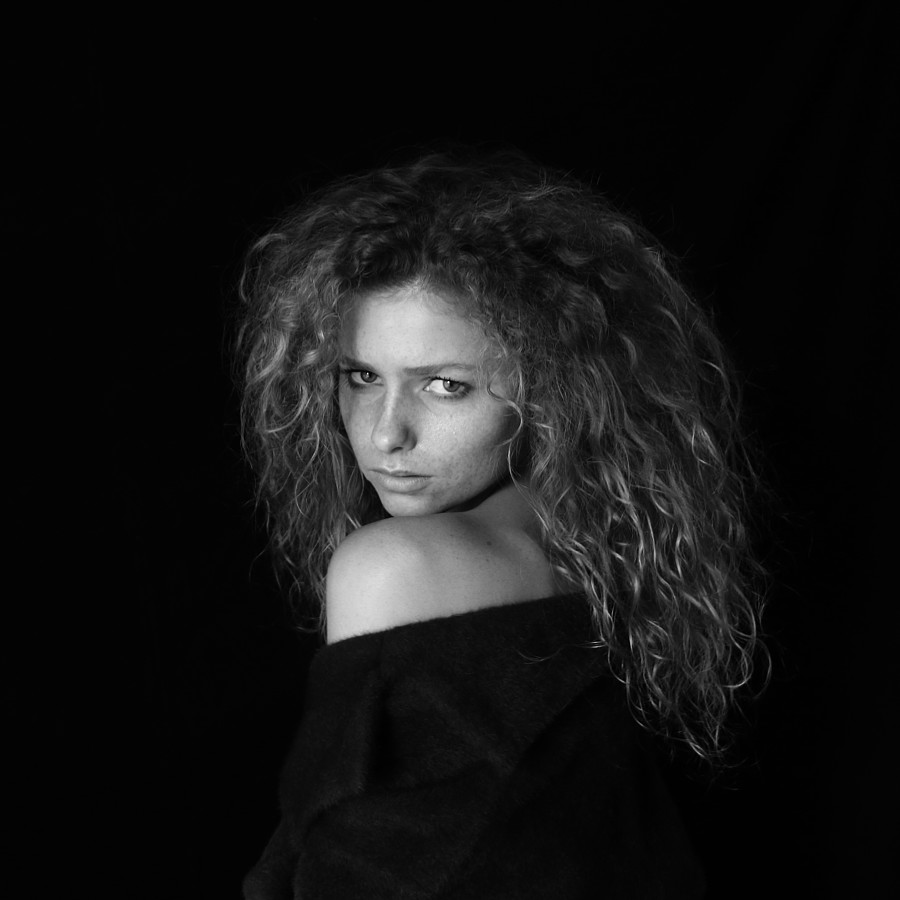Rodvin Davis photographer (fotograaf). Work by photographer Rodvin Davis demonstrating Portrait Photography in a photo-session with the model Julia Yaroshenko - Brussels 2018.Model: Julia Yaroshenko - Brussels 2018Portrait Photography Photo #198585