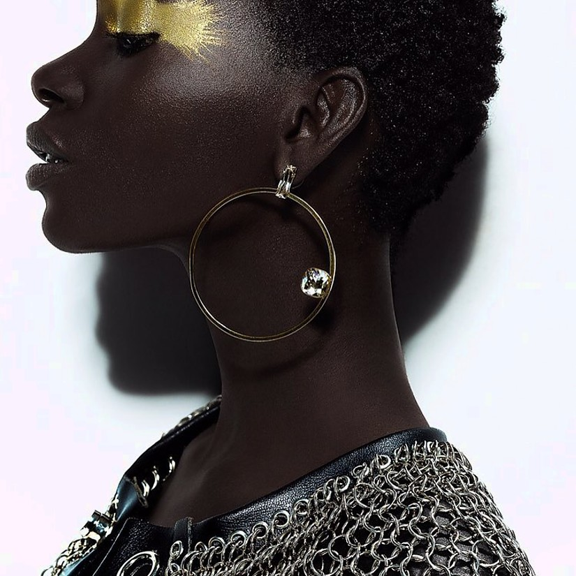 Romain Thevenin fashion designer (créateur). Modeling work by model Adja Kaba.model: Adja KabaEarrings Photo #192084