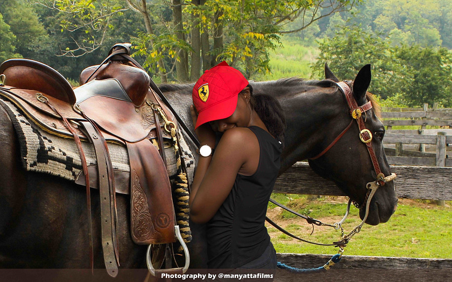 Roy Mungez photographer. Work by photographer Roy Mungez demonstrating Advertising Photography in a photo-session with the model Roseline Maina.Model: Roseline MainaHat/Client: Credible HatsAdvertising Photography Photo #210426