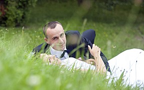 Oferuję twórcze podejście do fotografii ślubnej. Efektem tego są wyjątkowe i niepowtarzalne zdjęcia ślubne. To jest to co mnie wyróżnia. Tan