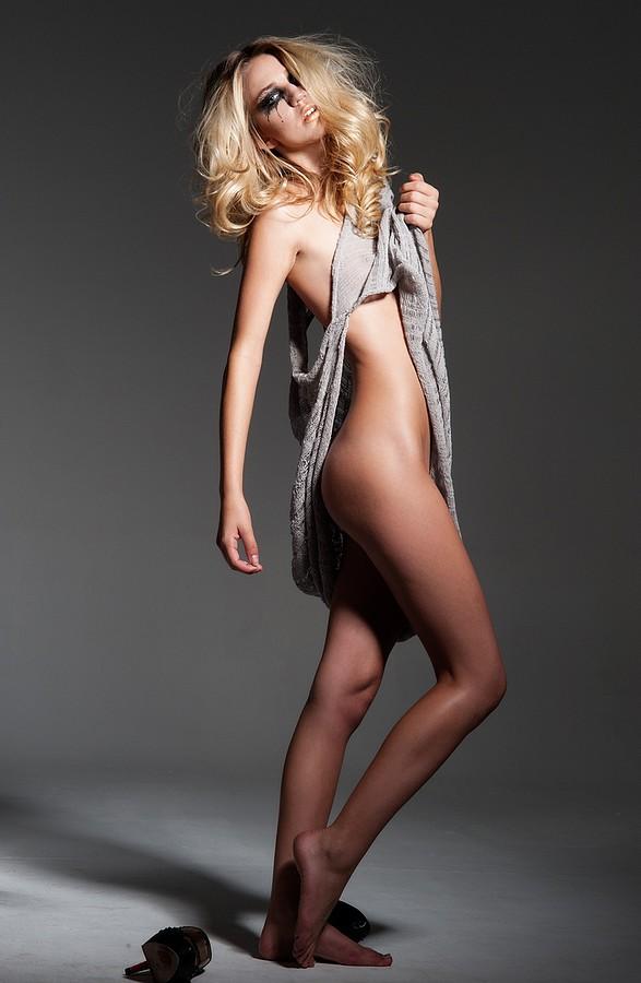 Samantha Autum model. Photoshoot of model Samantha Autum demonstrating Body Modeling.Body Modeling Photo #112691