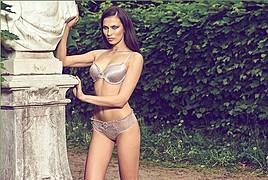 Sara Cardillo model & influencer. Photoshoot of model Sara Cardillo demonstrating Body Modeling.Body Modeling Photo #171498