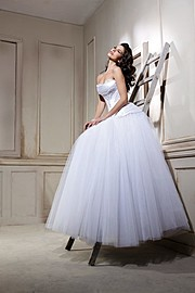 Sara Cardillo model (modella). Photoshoot of model Sara Cardillo demonstrating Fashion Modeling.Wedding GownFashion Modeling Photo #171503