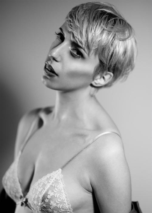 Sarah Degraeve model. Photoshoot of model Sarah Degraeve demonstrating Face Modeling.Face Modeling Photo #70224