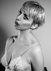 Sarah Degraeve Model