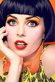 Sarah Livingstone model. Photoshoot of model Sarah Livingstone demonstrating Face Modeling.Face Modeling Photo #70739