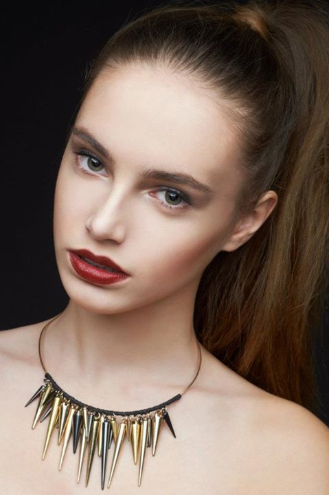 Select Deluxe Saint Petersburg modeling agency (модельное агентство). Women Casting by Select Deluxe Saint Petersburg.Necklace,PonytailWomen Casting Photo #58252