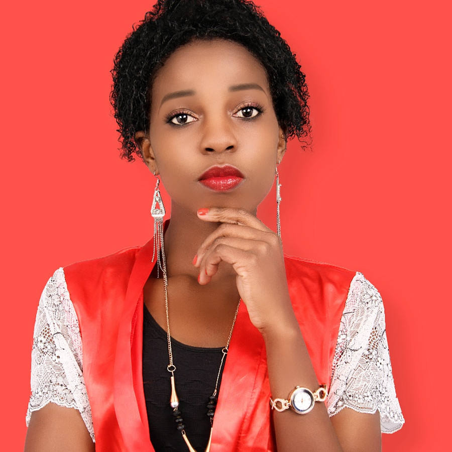 Sera Maina commercial model. Photoshoot of model Sera Maina demonstrating Face Modeling.Face Modeling Photo #189541