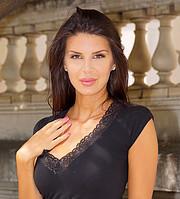 Serena Serra model (modèle). Photoshoot of model Serena Serra demonstrating Face Modeling.Face Modeling Photo #200605