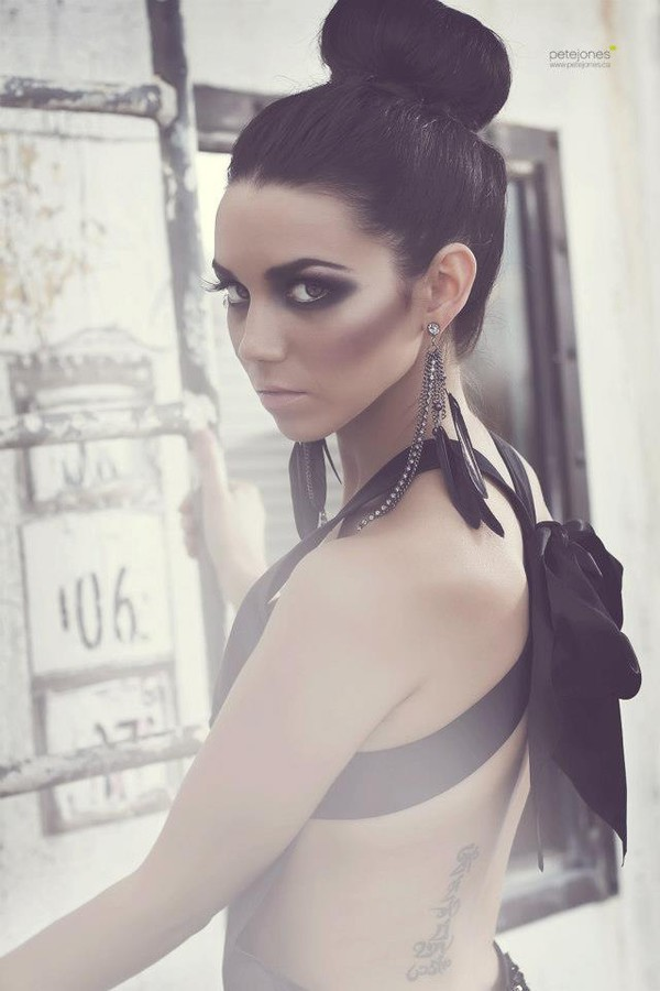 Shawna Simpson fashion stylist. styling by fashion stylist Shawna Simpson.EarringsBeauty Makeup Photo #59568