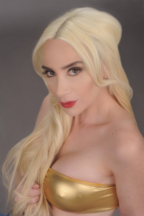Shayna Alexis Model