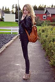 Shelley Mulshine model. Photoshoot of model Shelley Mulshine demonstrating Fashion Modeling.Fashion Modeling Photo #113035