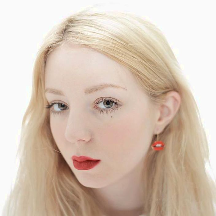 Shelley Mulshine model. Photoshoot of model Shelley Mulshine demonstrating Face Modeling.Face Modeling Photo #189112