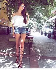 Η Σοφία Μανουσάκη είναι μοντέλο με βάση τη Θεσσαλονίκη. Η εμπειρία της περιλαμβάνει φωτογραφήσεις. Έχει σπουδάσει στο τμήμα αισθητικής και κ