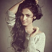 Sonal Chauhan model & actress. Photoshoot of model Sonal Chauhan demonstrating Face Modeling.Face Modeling Photo #122998