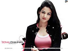 Sonal Chauhan model & actress. Photoshoot of model Sonal Chauhan demonstrating Face Modeling.Face Modeling Photo #123012