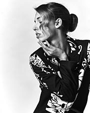 Sonia Costantini model (modella). Photoshoot of model Sonia Costantini demonstrating Face Modeling.Face Modeling Photo #186123