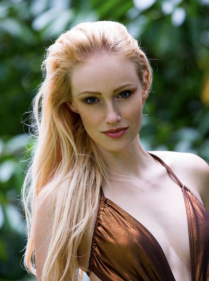 Sonia Gleis model (modèle). Photoshoot of model Sonia Gleis demonstrating Face Modeling.Face Modeling Photo #160175
