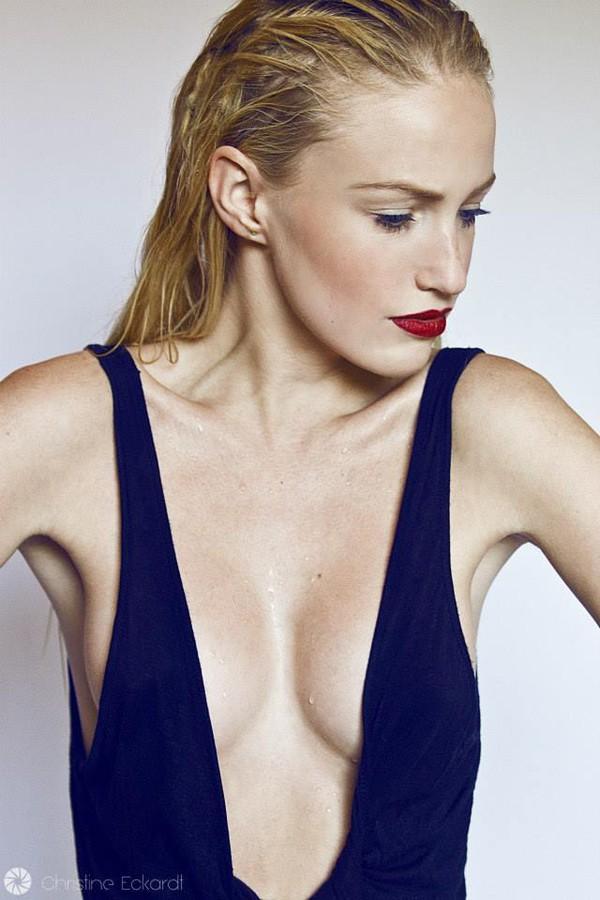 Sonia Gleis model (modèle). Photoshoot of model Sonia Gleis demonstrating Face Modeling.Face Modeling Photo #160189