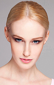 Sonia Gleis model (modèle). Photoshoot of model Sonia Gleis demonstrating Face Modeling.Face Modeling Photo #160194